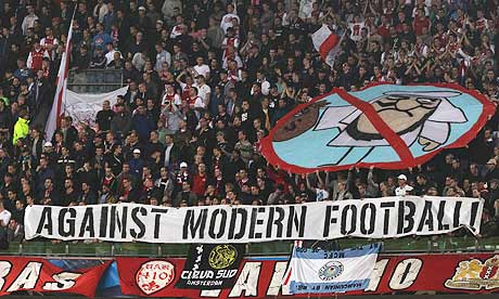 ajax-fans-show-the-banner-008